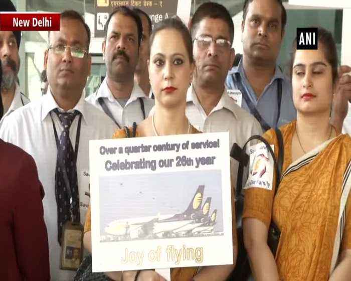 Jet Airways employeed commemorate 26th anniversary of airline at Delhi Airport