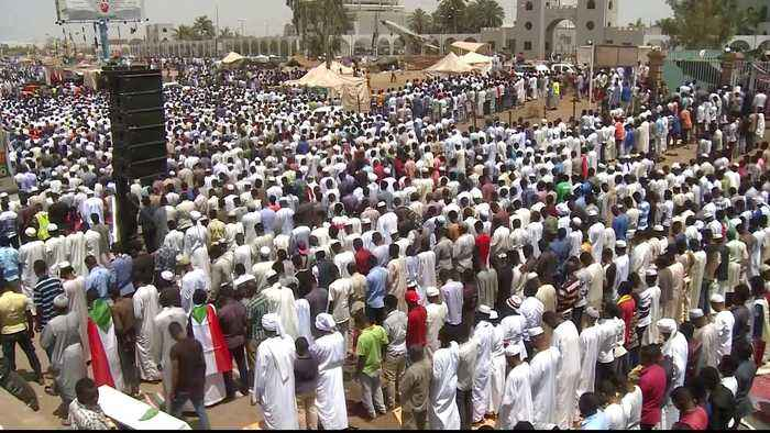 Sudan protesters vow to continue sit-in during Ramadan