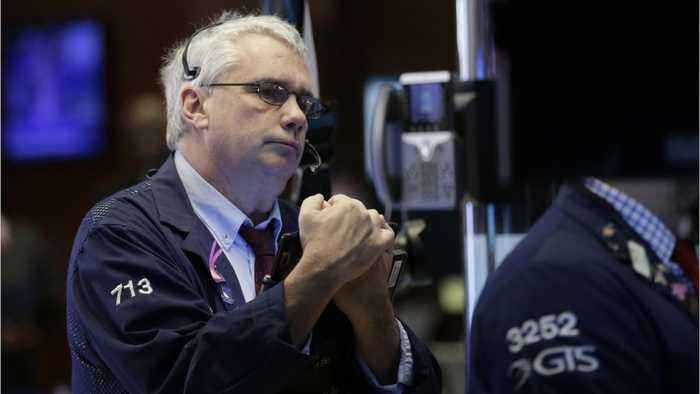 Wall St. Falls: Investors Cautious On Trade