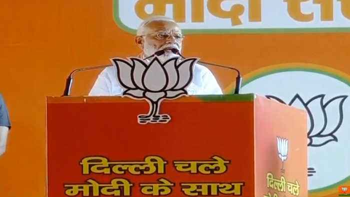 PM Modi slams 'Naam-panthi' Congress & 'Nakaam-panthi' AAP at Delhi rally