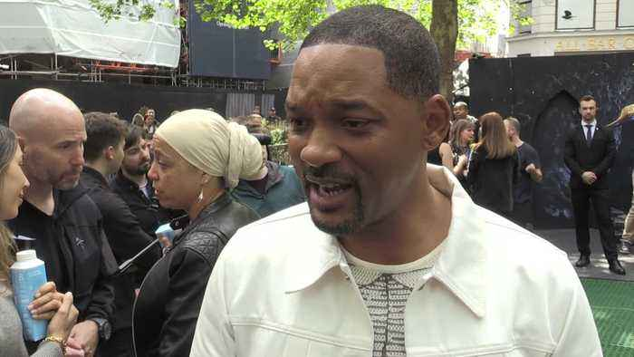 Will Smith surprises fans in London's Leicester Square