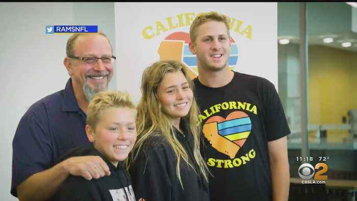 Rams Quarterback Jared Goff Hands Out Another Round Of Money To Woolsey Fire Victims