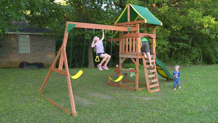Arkansas City Ordinance Asks Father to Remove Kids` Swing Set From Front Yard