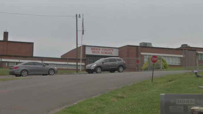 School students see body in Meigs County