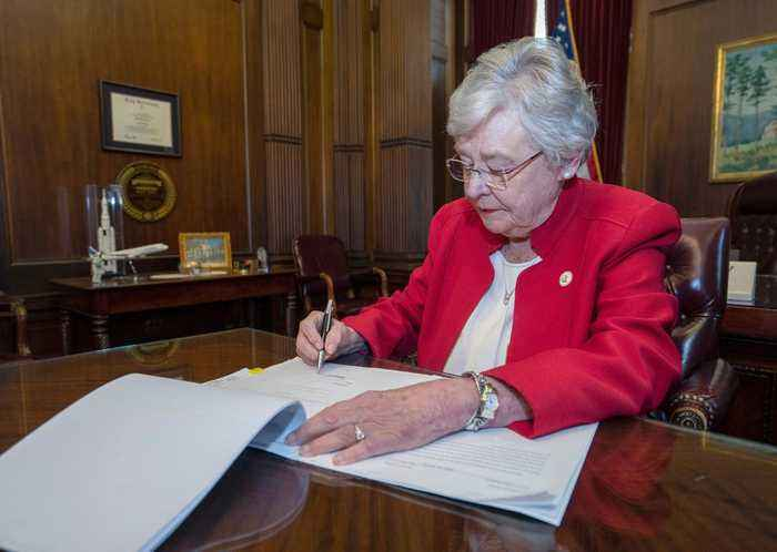 Need 2 Know: Alabama Abortion Law Signed, Bill de Blasio Announces Run for President