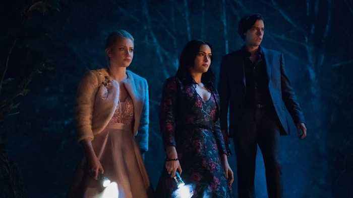 'Riverdale' Creator Explains Season 3 Flash-Forward Ending, Says Luke Perry's Death Will Be Addressed in Season 4 | THR News