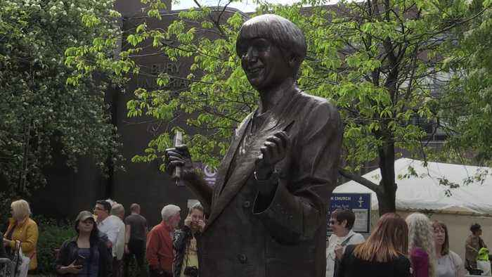 Victoria Wood immortalised in home town of Bury