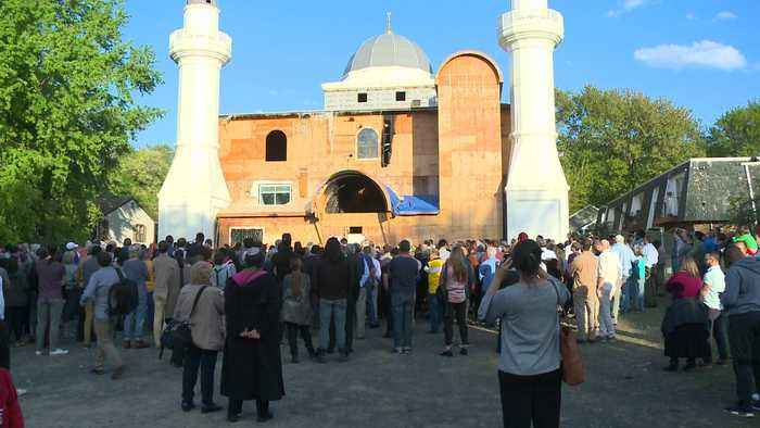 Hundreds of People of All Faiths Gather to Support Connecticut Mosque After Arson