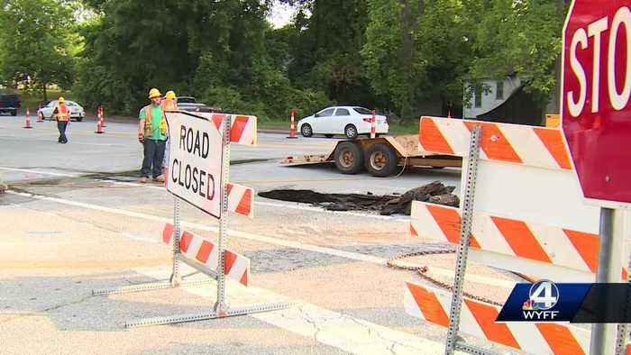 Sinkhole closes multiple lanes on busy Upstate road through the weekend, SCDOT says