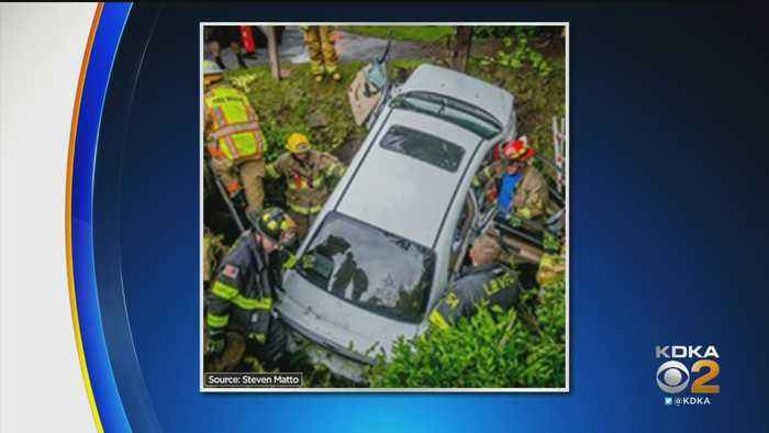 3 Hurt When Car Hit Guardrail, Went Into Ditch In Plum