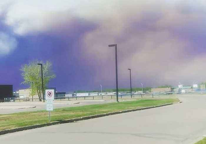 Alberta Town of High Level Evacuated as Wildfire Looms