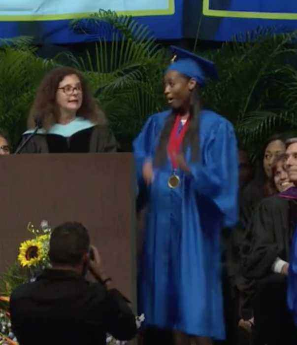 Soldier surprises daughter at graduation after 10 years overseas