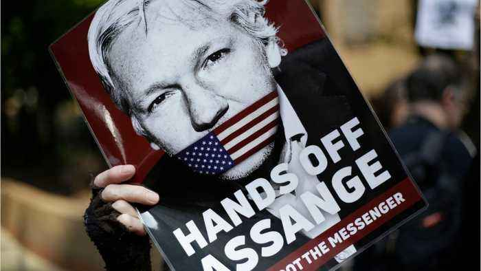 Julian Assange Wikileaks Founder Was Charged With Espionage