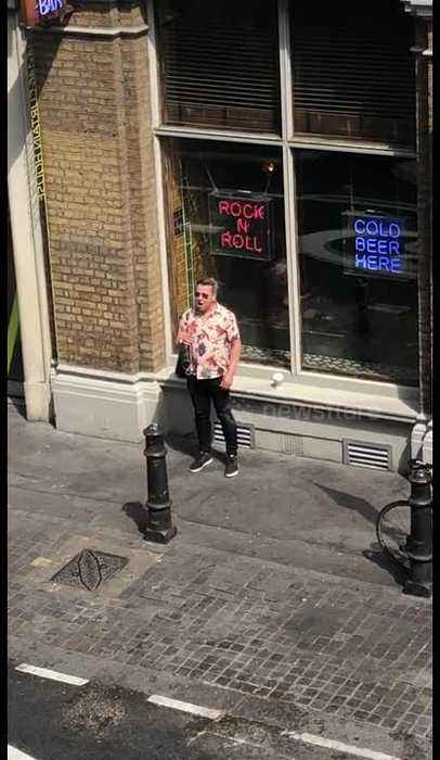London man sings 'Shallow' from A Star Is Born in spontaneous street performance