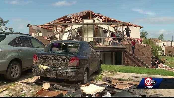 Residents of apartment complex in Jefferson City hit hard by tornado