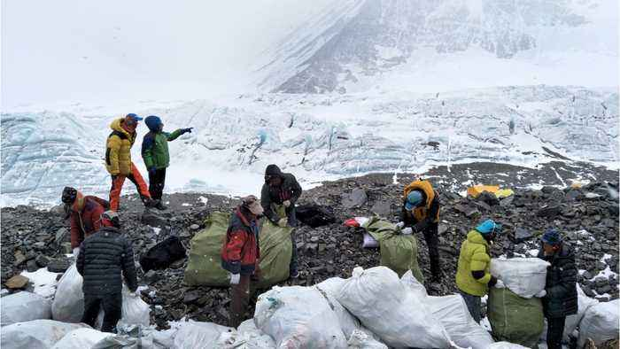 Traffic on Mount Everest contributes to record death totals