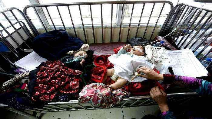 Afghanistan: Children share beds in poorly equipped hospital