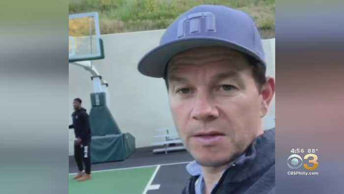 Jimmy Butler Spending Offseason With Mark Wahlberg