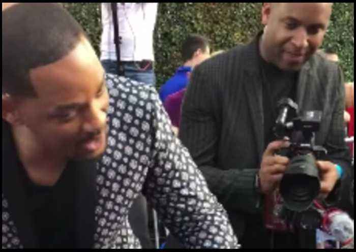 Will Smith Stays in Character for Young Fans at Aladdin Premiere