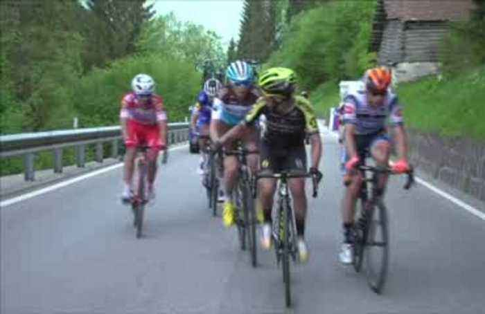 Chaves wins Giro stage 19, Carapaz retains pink