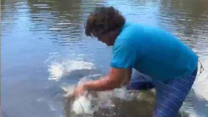 Don't Try This At Home - Man Catches Alligator With His Bare Hands