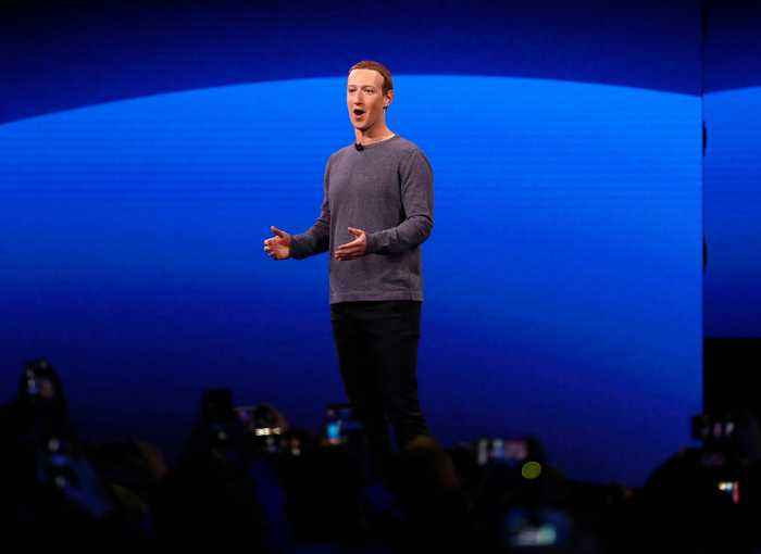 Most Independent Facebook Shareholders Want Zuckerberg Out as Chairman
