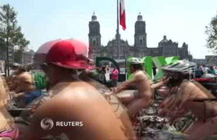 Nude bike ride turns heads in Mexico City