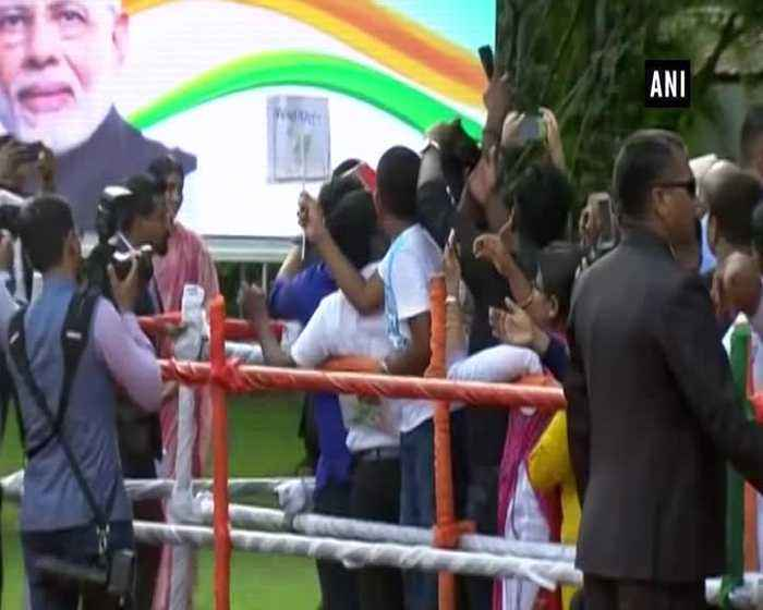 PM Modi greets Indian diaspora after his address at India House in Colombo