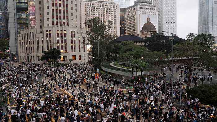 Raw Politics in full: Hong Kong protests, Commission horse-trading, Italy migration crackdown