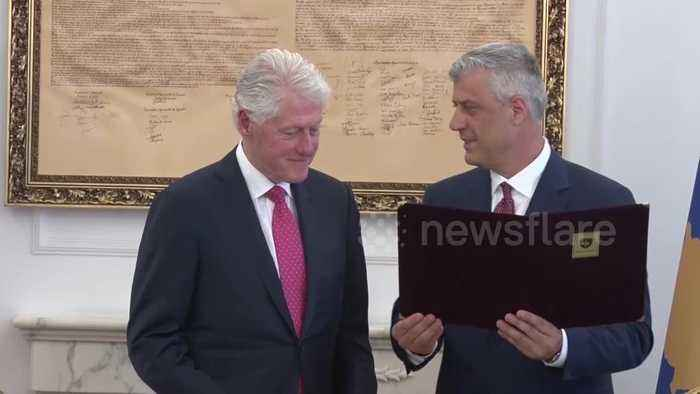 """20 years after stopping ethnic cleansing, Bill Clinton awarded """"Order of Freedom"""" medal in Kosovo"""
