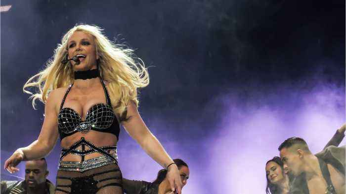 Britney Spears Accuses Paparazzi Of Photoshopping Her To Look Larger