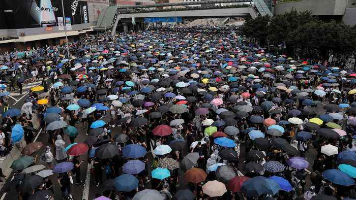 Hong Kong protesters block access to government headquarters