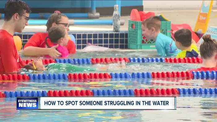How to spot someone struggling in the water