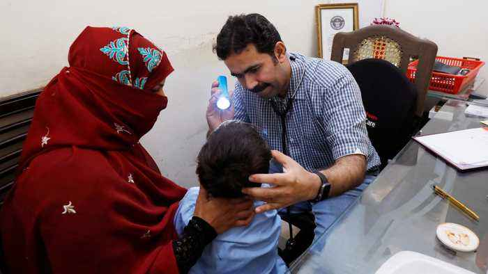 Pakistan struggles with unprecedented HIV infections in children