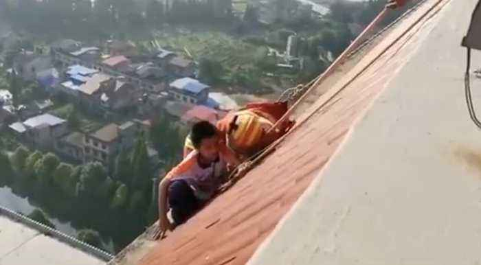 Firefighters Rescue Schoolboy From Roof of 28-Story Building in Southern China
