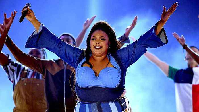 Lizzo Channels 'Sister Act 2' For MTV Movie & TV Awards Performance | Billboard News