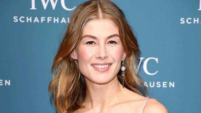 Rosamund Pike Set to Star in 'Wheel of Time' | THR News