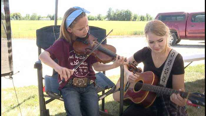 Band of sisters shines at Weiser's Old-time Fiddlers' Festival