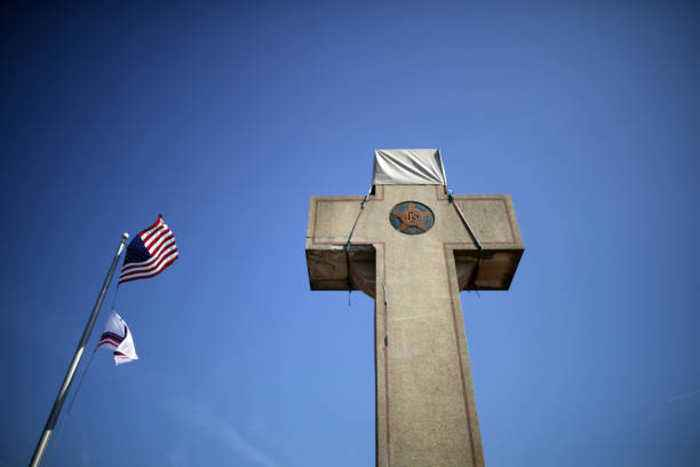 US Supreme Court Rules That a Cross Can Stand on Public Land