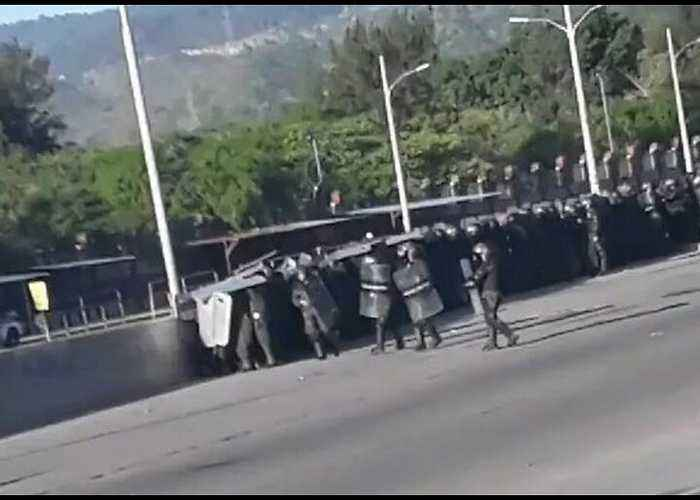 Several Injured as Police Clash With Student Protesters in Tegucigalpa