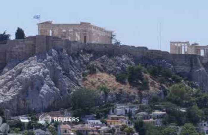 Acropolis briefly closes as Greece sizzles