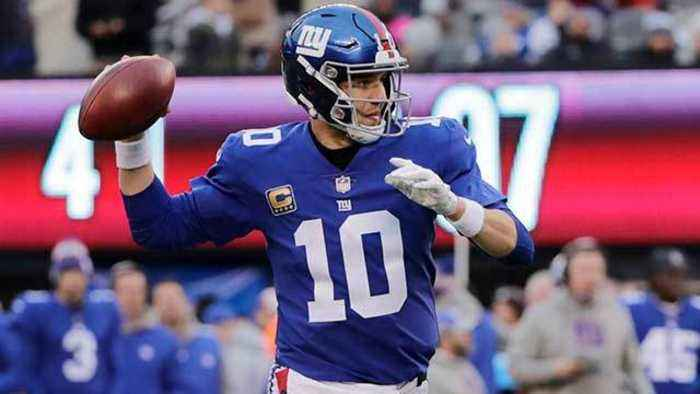 How long can New York Giants quarterback Eli Manning play in the NFL?