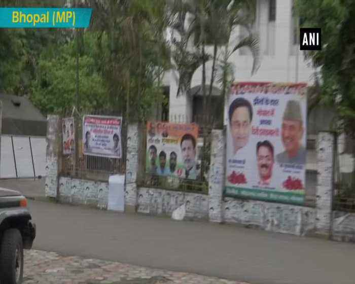 Poster appealing Rahul to appoint Jyotiraditya Scindia as Party President seen in Bhopal