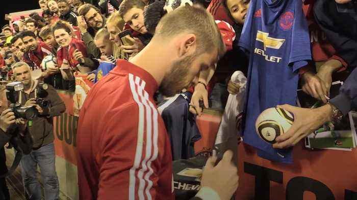 Manchester United players meet fans after training on Australian tour