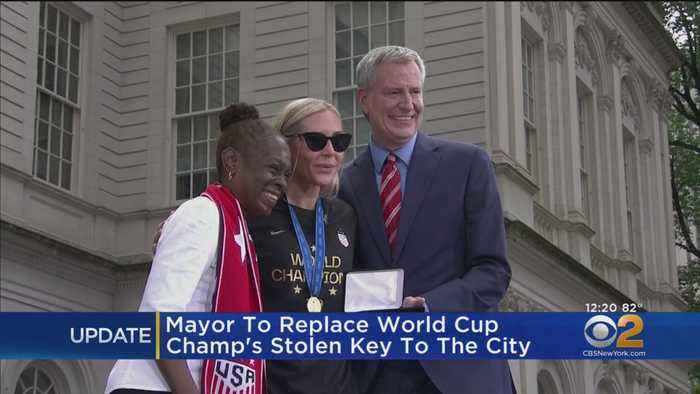 Mayor To Replace World Cup Champ Allie Long's Stolen Key To The City