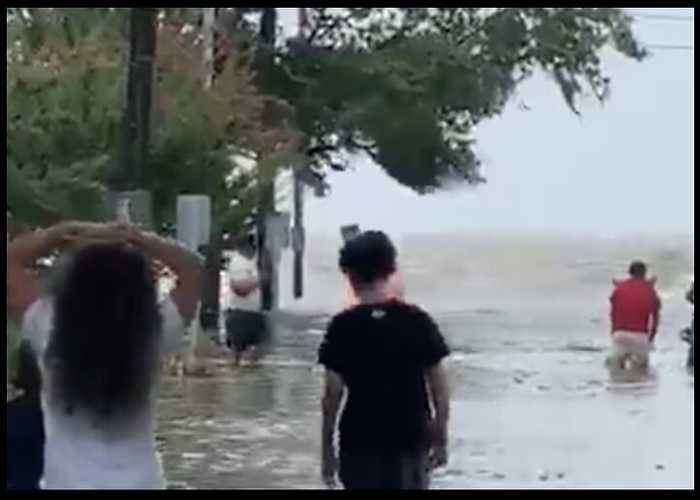 Streets Flooded Off Lake Pontchartrain as Barry Weakens Over Louisiana