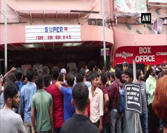 Hrithik Roshan visits cinema hall to see moviegoers reaction over Super 30
