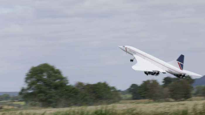 Concorde takes to the sky for first time in years