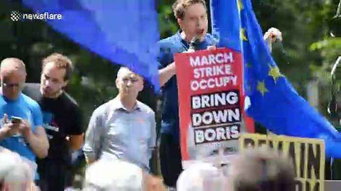 Thousands march in London to say 'No to Boris, Yes to Europe'