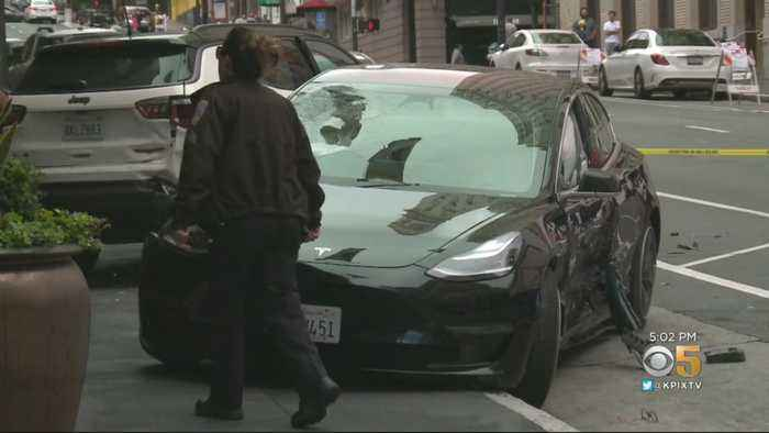 1 Dead After Tesla Crashes Into Tourists At San Francisco Intersection